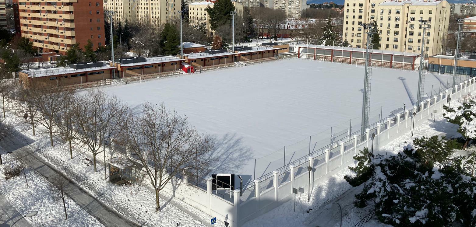 VÍDEO - Consejos y recomendaciones para despejar la nieve y el hielo de los terrenos de juego del fútbol de Madrid
